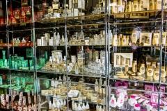 В ассортиментном кабинете фабрики хранятся все образцы за последние 50 лет