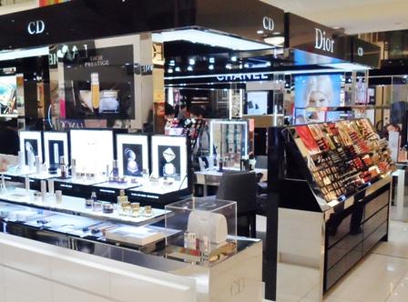 Brands_Dior_boutique_cosmetics_092595_